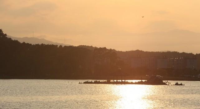 gyeongpoho-lake-57431